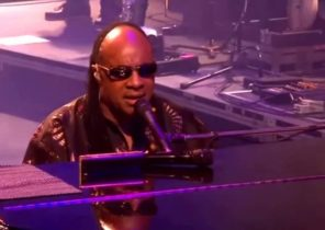 Stevie Wonder - Another Star HD LIVE 2010