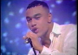 Worlds Apart - Could It Be I'm Falling In Love (live on TOTP, 1994)