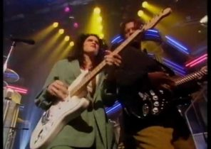 WENDY AND LISA - SATISFACTION LIVE ON BBC TOP OF THE POPS - rare