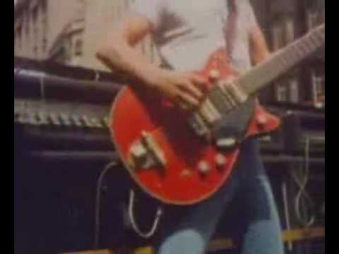 AC/DC – Its' A Long Way To The Top (If You Wanna Rock n Roll)
