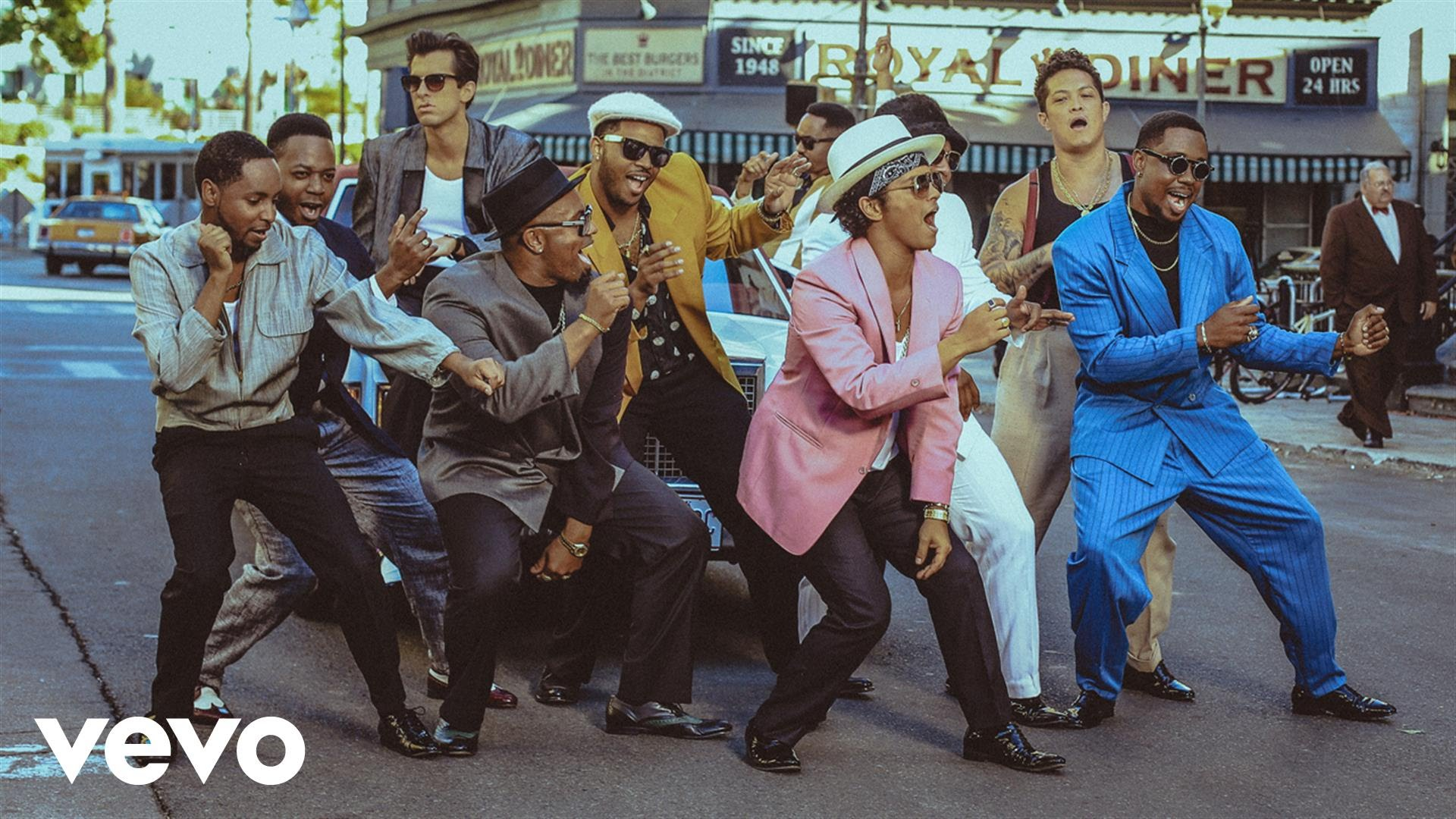 Mark Ronson – Uptown Funk feat. Bruno Mars