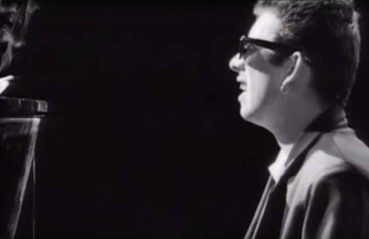 The Pogues (Feat. Kirsty MacColl) –  Fairytale Of New York