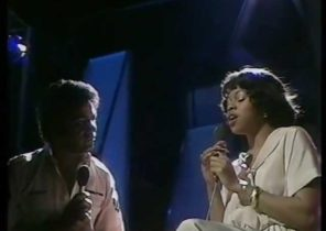 """Johnny Mathis & Deniece Williams """"Too Much Too Little Too Late"""" (1978) ."""